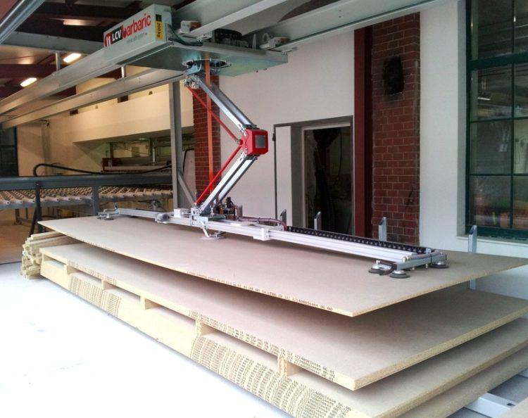 Ouvrir l'image : «Chargement de panneaux bois avec chargeur surfacique»